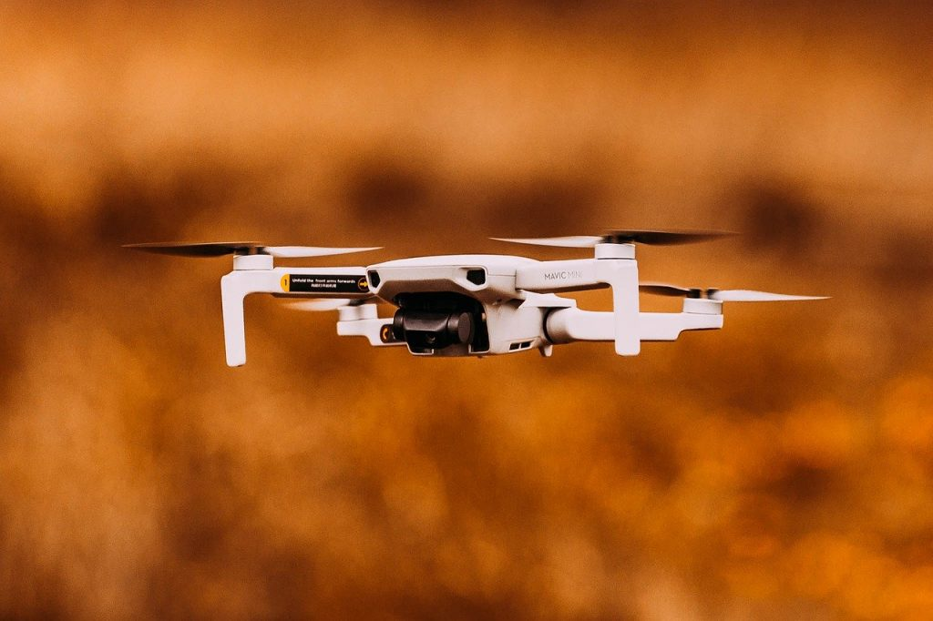 Czy dron dla dziecka to dobry pomysł na zabawkę?